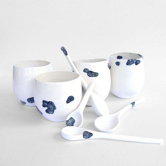 vaso cuchara té porcelana cobalto cerámica artesanal
