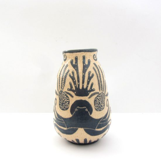 Estampado nerítico cerámica ilustrada artesanal esgrafiado